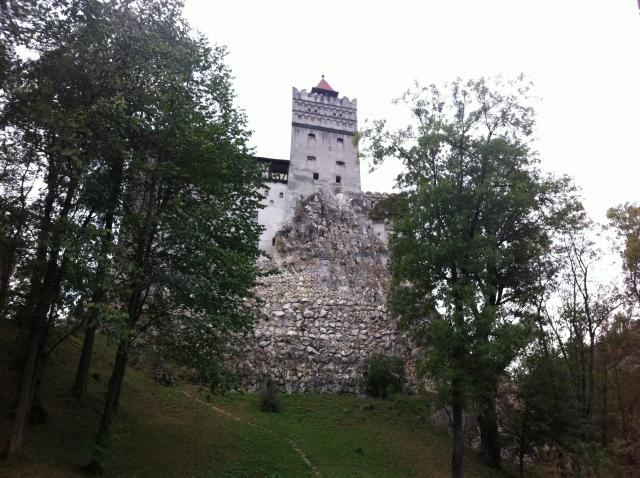 ブラン城にはかつてドラキュラが潜んでいた?観光スポットへの行き方などをご紹介