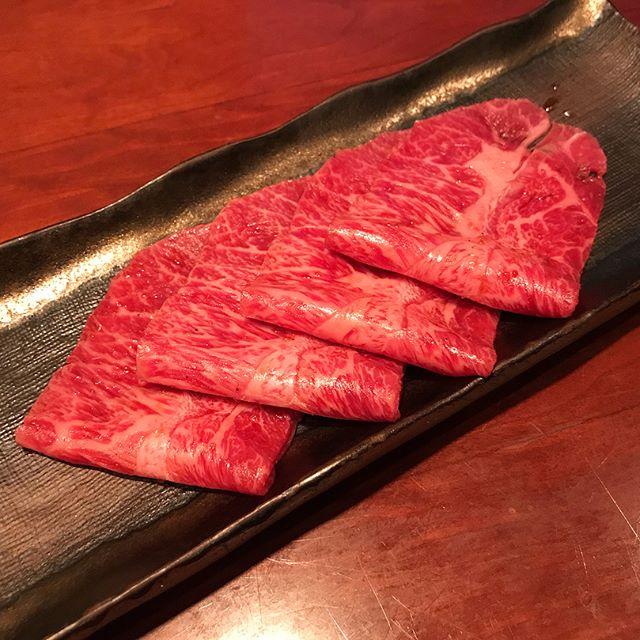 赤坂みすじで絶品の赤身肉を堪能!焼肉のおすすめメニューや予約方法を紹介