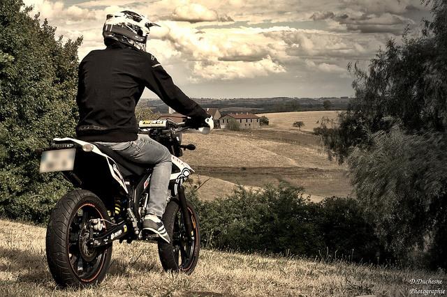 モタードバイクの人気車種は?カスタムOKの安いおすすめアイテムもご紹介