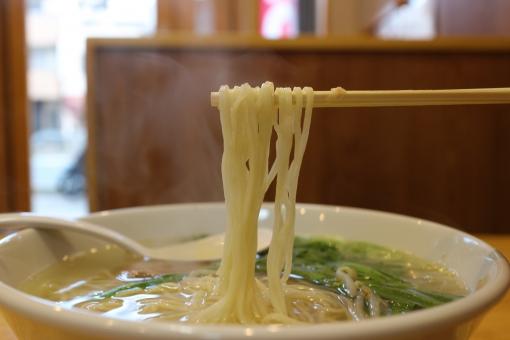 らぁ麺屋 飯田商店のラーメンを食べに行こう!行列必至の理由やメニューは?