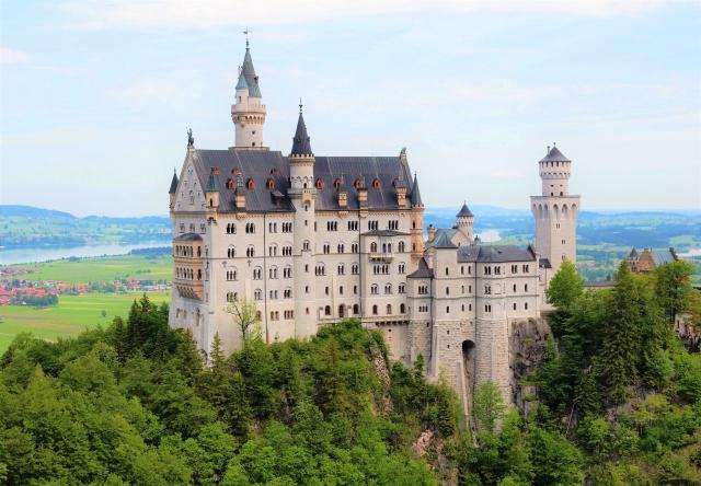 ドイツへ観光したらチップは必要!ホテルやレストランの相場や渡し方は?