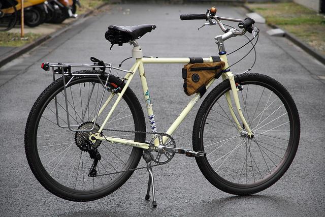 クロスバイクスタンドのおすすめや付け方は?種類や選び方なども紹介!