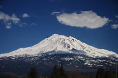 シャスタ山はカリフォルニアのスピリチュアルな聖山!行き方や観光の見どころは?