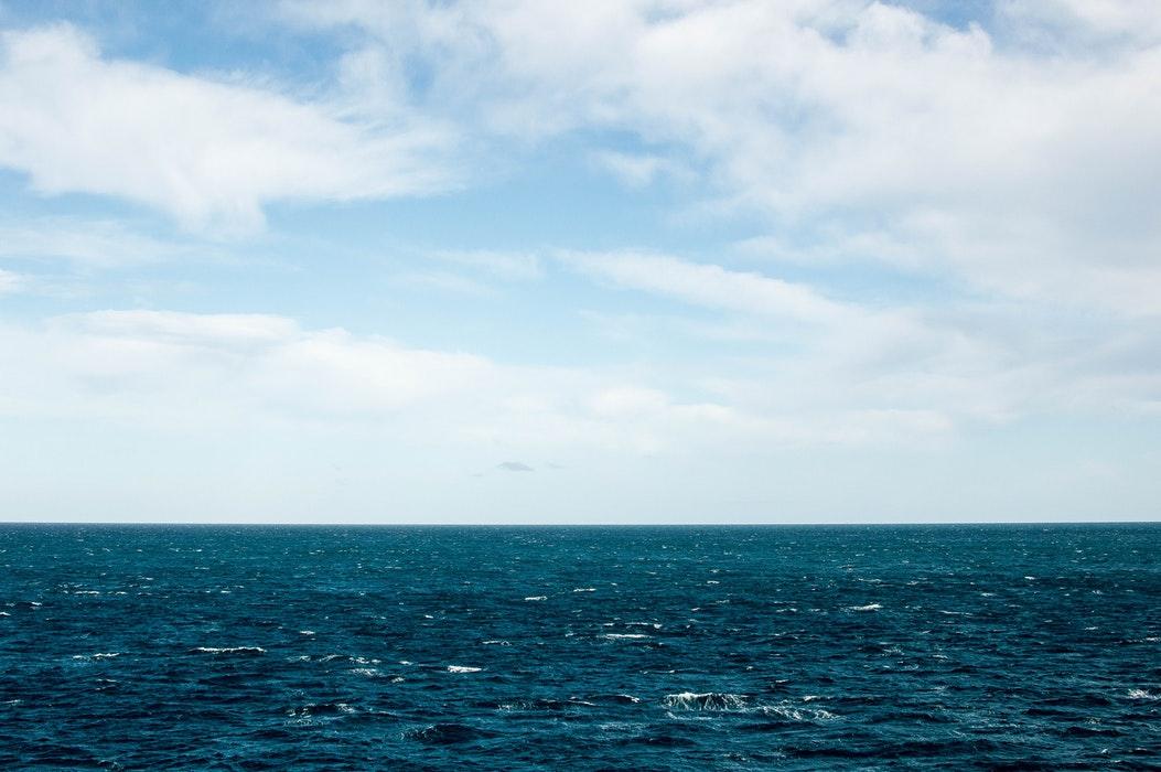 赤崎遊歩道は大人も子供も楽しめる人気スポット!美しすぎる青い海が魅力的!