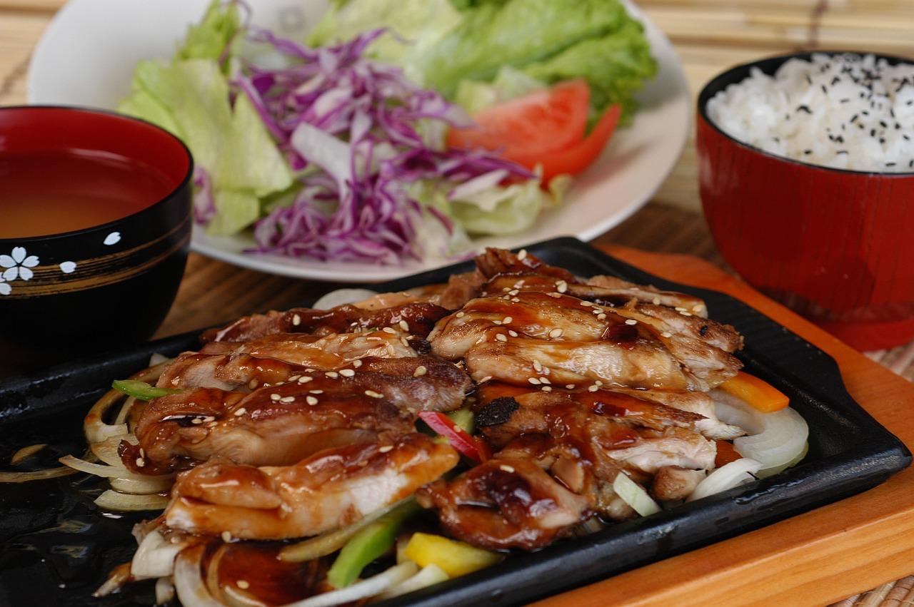 フルカワ食堂全店舗の魅力に迫る!人気のハーフ&ハーフ定食もご紹介!