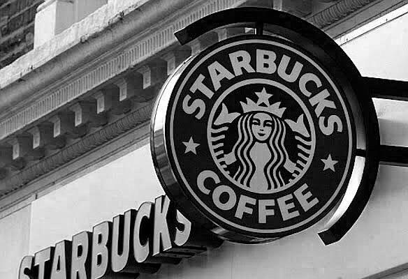 スタバのアイスコーヒーの頼み方・カスタマイズは?サイズや値段もご紹介