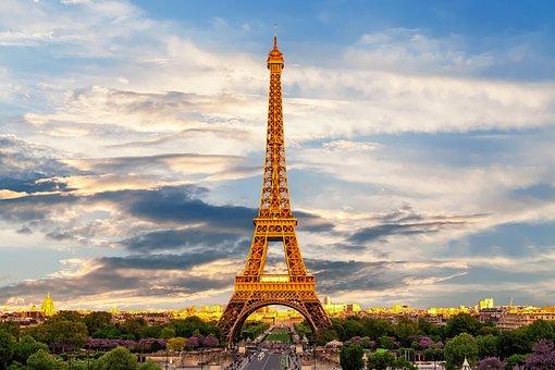 フランスの国旗の意味や由来・歴史を学ぼう!似ているデザインの国もチェック!