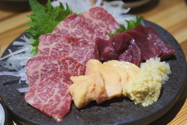 古閑牧場で美味しい馬刺しを買おう!お土産にも人気のお肉が目白押し!