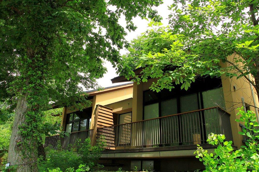 秋川渓谷 瀬音の湯は都内でコテージ泊ができる魅力満載の宿泊施設!