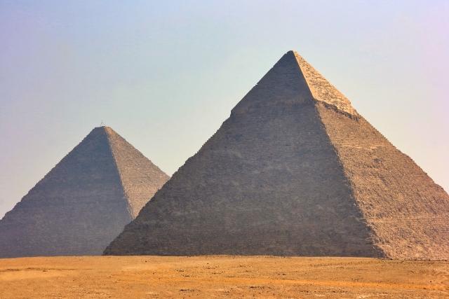 エジプトのピラミッドの作り方や高さ・大きさを調査!作られた目的とは?