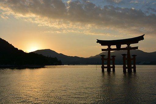 厳島神社の満潮・干潮時間をチェック!参拝するのにおすすめのタイミングは?