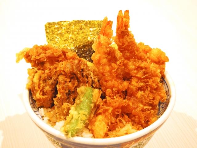 館山食堂の極上天丼のボリュームに圧倒!ランチ・夜も人気の美味しいお店!
