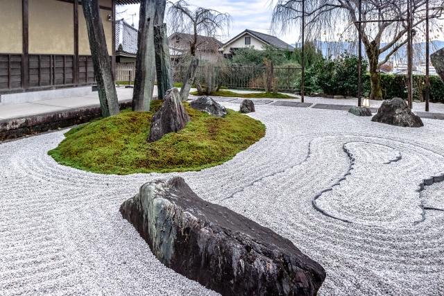 京都で枯山水の庭園を満喫!有名な寺院など人気スポットをご紹介!