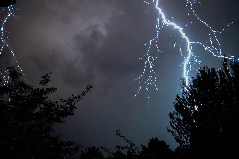 カタトゥンボの雷はベネズエラの危険観光地!稲妻が多い原因に迫る!