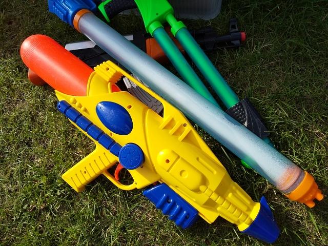水鉄砲を手作りしてみよう!簡単な作り方&遊び方やよく飛ばすコツを伝授!