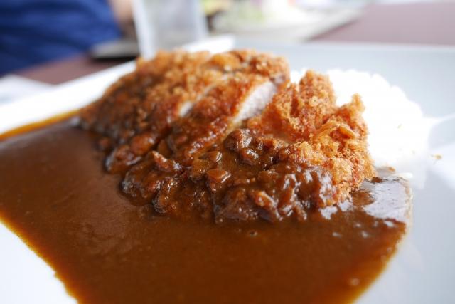 新宿「モンスナック」はサラサラカレーの元祖!美味しいメニューを堪能♪
