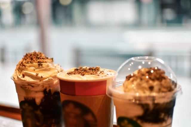 スタバのカフェミストとラテの違いは?人気の理由やおすすめカスタマイズも!