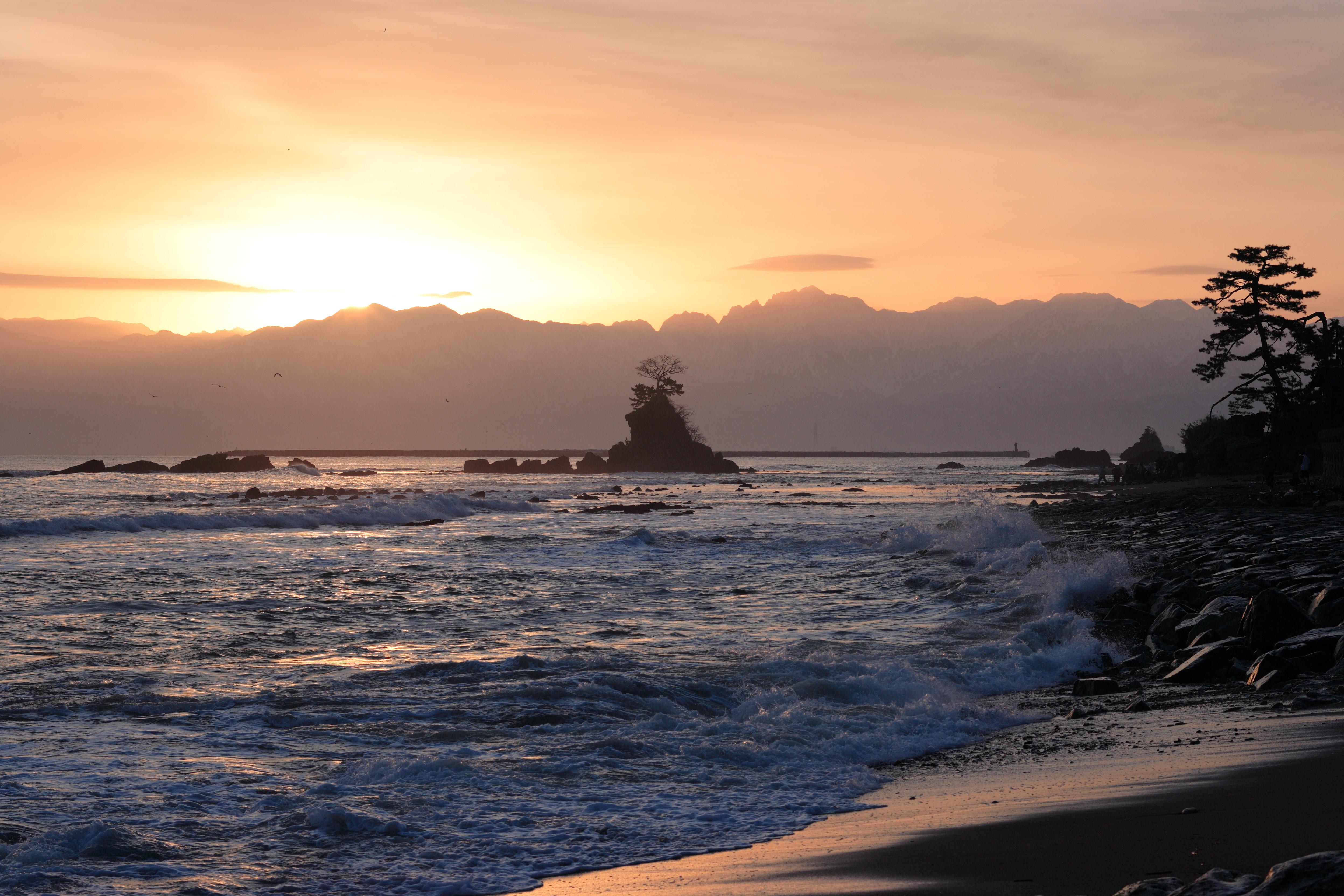 富山県の人気観光スポットTOP4選!評判のグルメや名所は?