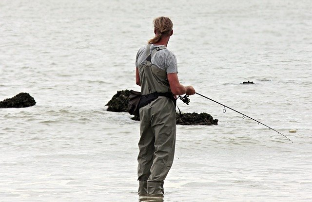【穴釣り】釣れる場所のポイントは?簡単に釣る方法やおすすめロッドも!