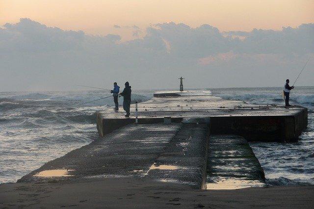 防波堤釣りをマスターしよう!必要な道具や仕掛け・釣れる魚や釣り方は?