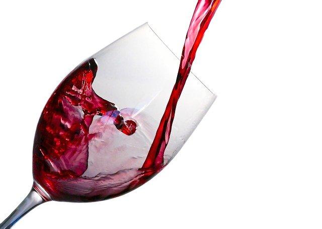 新宿の酒屋おすすめ21選!ワインや日本酒など品揃え豊富な人気店も!